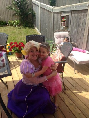 Rapunzel giving a hug | Princess Party