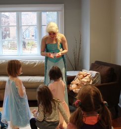 Elsa telling a story | Queen Elsa Frozen Party