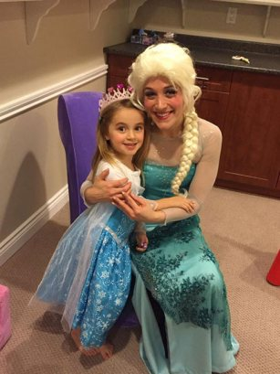 Queen Elsa performs crowning ceremony | Princess Party